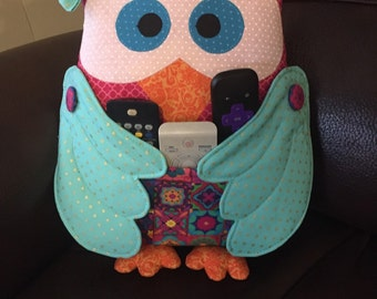 owl - remote control holder. Give some live to your tv room with this adorable owl! You can choose your favorite color!