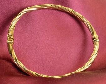 14K Yellow Gold Italy Hinged Bangle Bracelet