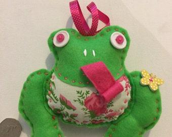 Freda hanging  felt  frog