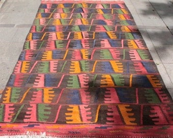 Bright colored hand woven turkish kilim rug - 9 x 5 ft