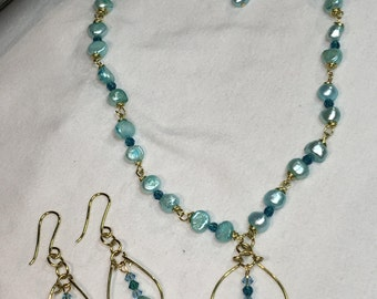 Freshwater cultured pearls necklace with earrings set