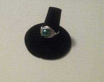 S8 green glass pearl ring