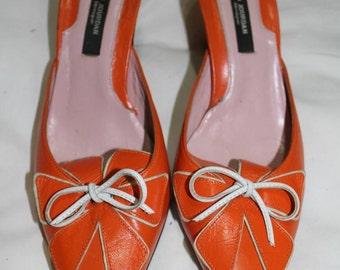 Orange and white floral accent mule. Simo Jourdan by monique. Narrow 7