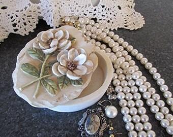 Resin trinket box vintage trinket box jewelry box rose design 3D roses vintage 80s trinket box gift.