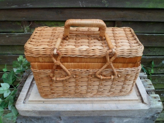 Knitting Basket With Handles : Basket woven wicker with cover and handle vintage knit sewing