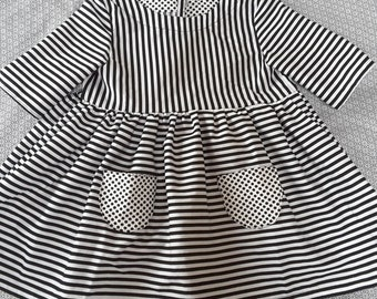 Graphic black and white stripes dress size 5/6 years