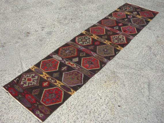 Einzigartiges Design schwarzer Teppich Kelim von NomadicKilim