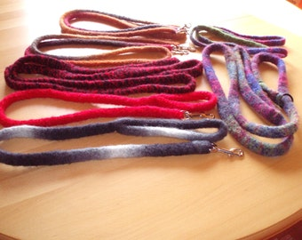 Knitted felt leash. I like to make the line according to your wishes.