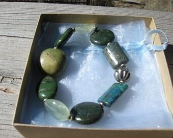 Handmade stretch bracelet with semiprecious stones