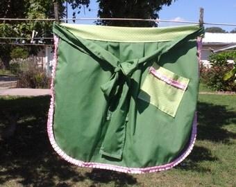 Adorable retro style half apron