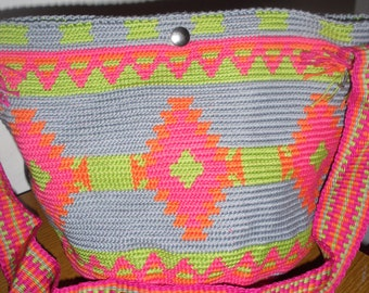 Carnival shoulder bag, made in the mochila Wayuu style, in pretty bright colors