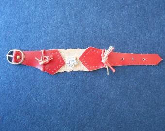 Bracelet, flower-red leather strap, and horse mackerel.