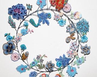 Couronne de fleurs bleues