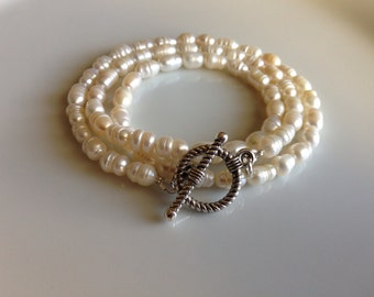 Triple strand pearl bracelet with toggle clasp