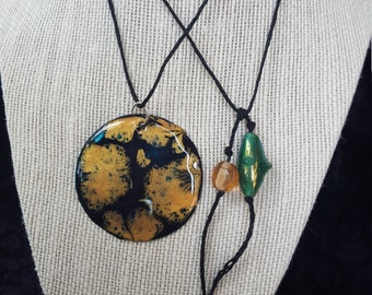 "2"" Hand Painted Capiz Shell Pendant Necklace"