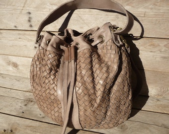 Woven Leather Bag Alice in Taupe // Bucket bag
