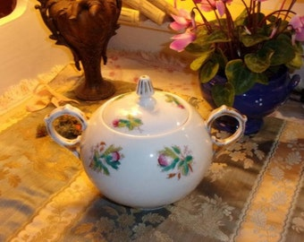 A large antique French sugar bowl 19 th mossy roses decor porcelain