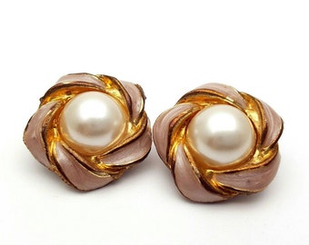 Vintage Clip on 50s Earrings Beautiful Enamel Blush Pink Gold Tone with Pearl Flower Shape Mod Retro Classic Style Feminine Statement