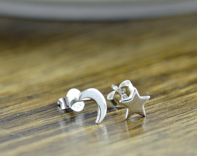 silver star and moon earrings - stud earrings - celestial star and moon earrings -tiny stud earrings