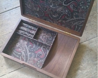 Vintage Lined Wooden Jewelry Box. Vintage jewellery box. Solid Wood Paisley lined jewelry storage. Wood jewelry box.