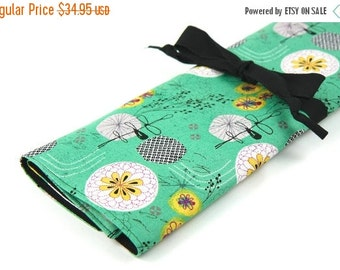 Sale 25% OFF Large Knitting Needle Case Organizer - Hand Drawn Flowers - 30 black pockets for straights, circulars and double points
