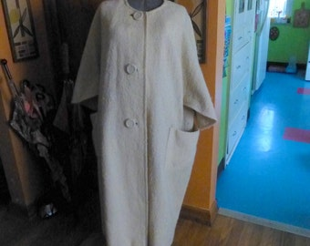 Vintage 60s Cream Chic Scalloped Sleeved Plus Size Coat Cape