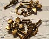 Flower Toggle Clasp - 4 sets - Antique Bronze Clasp - Bronze Clasps - Necklace Clasp - Bracelet Clasp - Bronze Toggle Clasp