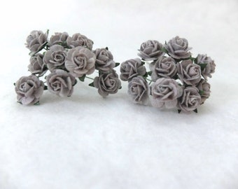 20 Mulberry dark grey roses (15mm) - grey paper flowers