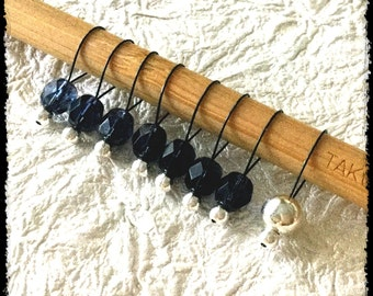 Snag Free Stitch Markers Medium Set of 8 - Dark Denim Blue Faceted Czech Glass - M88 - Fits up to size Us 11 (8mm) Knitting Needles
