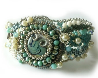 Lampwork Cabochon Freeform Peyote Bracelet, Green and Ivory, Pearls, Crystals, Vintage Button, Beaded Jewelry, Beadwork, Irish Cream