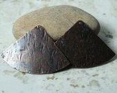 Hand hammered antique copper fan shape drop dengle pendant size 42x28mm, 2 pcs (item ID XW03472ACK)