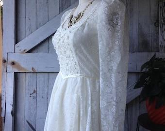 Fall sale 1970s dress Gunne Sax dress wedding dress size medium 70s dress ivory lace dress bohemian gown Vintage gown prairie wedding