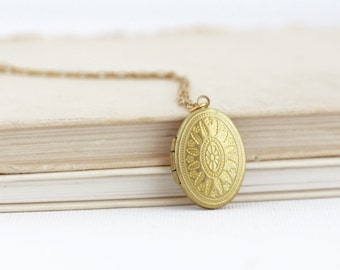 Small Locket - Gold Locket - Delicate Necklace - Oval Locket - Bridesmaids Gifts - Friendship Locket