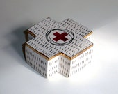 porcelain square cross box with underglaze and underglaze pencil pattern with gold luster