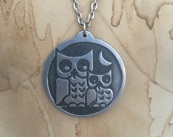 vintage OWL necklace / 1960s PEWTER novelty necklace / extra long chain