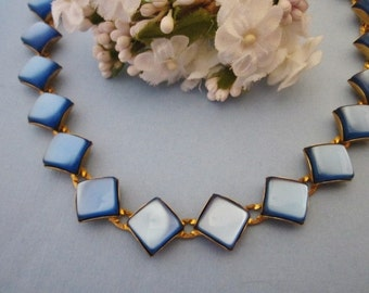 Vintage Lucite Necklace blue moonglow