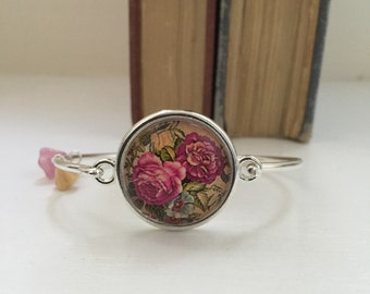 Child or very small wrist! Floral bangle