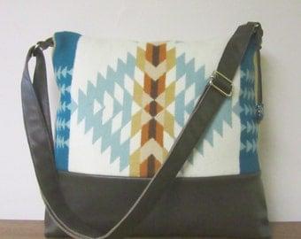 Wool Messenger Shoulder Bag Purse Adjustable Dark Brown Leather Strap 6 Pockets Southwestern Print from Pendleton Oregon