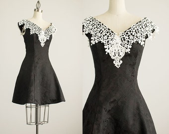 90s Vintage Scott McClintock Black And White Off Shoulder Lace Mini Dress / Size Small / Medium