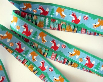2 yards FOXES Jacquard trim. Red, tan, white on turquoise, green edges. Super design. 5/8 inch wide. 2012-A