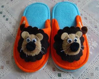 Child's Felt Lion Slippers Scuffs