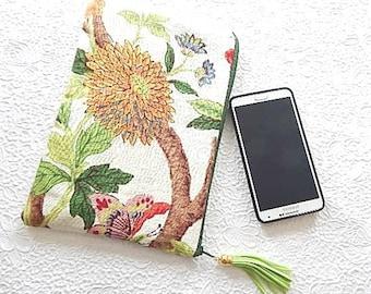 Ivory linen pouch,floral purse, makeup bag, cosmetic bag, toiletry pouch, purse organizer, zipper pouch, flat pouch, fashion accessory