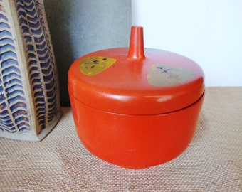 vintage asian red lacquerware plastic bowl with lid