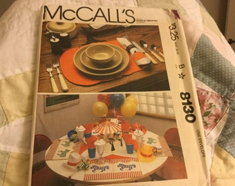 McCalls 8130 Placemats with Napkins Table Eunner Pattern  Uncut, Home Decorating