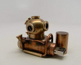 Steampunk diver helmet usb flash drive.