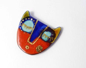Ceramic brooch, multicolored  cat  with gold. Broche céramique, chat multicolore et or.