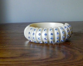 Vintage Rhinestone Clamp Hinged Bracelet Weiss Ivory Pearlized blue rhinestones Carved Plastic Celluloid Lucite Thermoset Bridal Jewelry