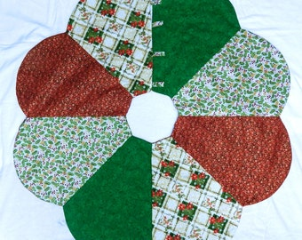 Christmas Tree Skirt in Reds and Greens