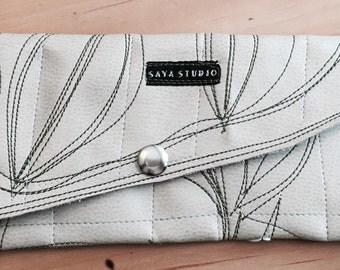 Cream wallet with leaf motif