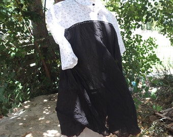 Upcycled dress shirt - Balck and  White Swinging Tunic - Made by Kathrin Kneidl